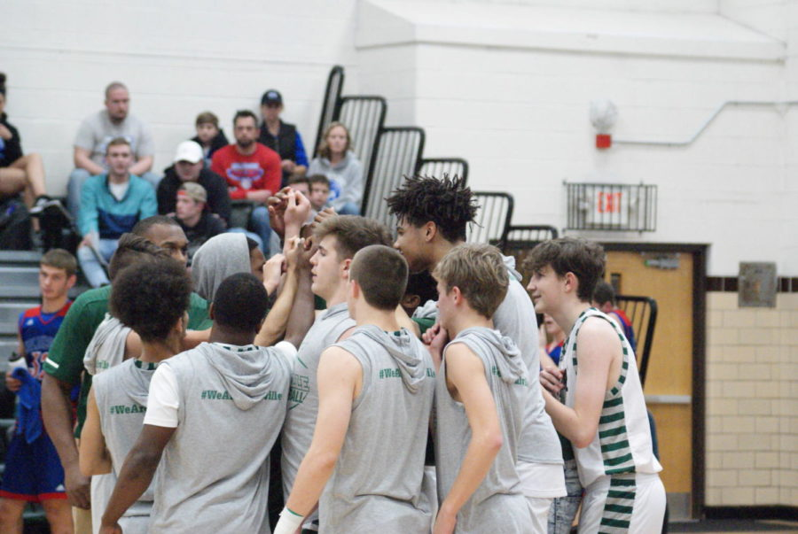Panthers huddle before tip off