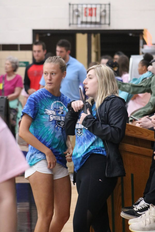 Junior Missy Hanak and senior Hadley Bouyoukos communicate to each other to find the best way to keep the event flowing smoothly.